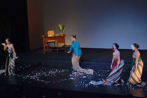 "Women's voices: Four women perform a play titled Kartini's letters for the opening of the April Festival at Goethe-Haus in Jakarta, on April 3. The four-day festival themed ""Raising Women's Voices"" celebrated Kartini Day. Courtesy of the Institut Ungu/Aji Baskoro"